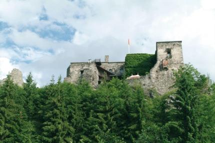 Burg Sommeregg – Urlaub in Kärnten am See – Pension Elisabeth – Frühstückspension am Millstätter See
