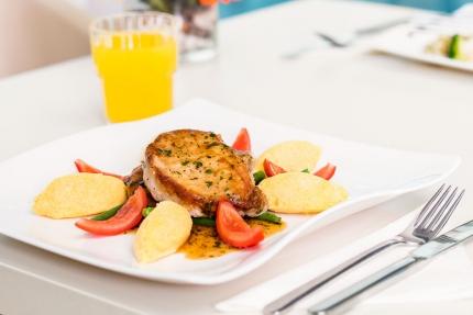 Abendessen im benachbarten Schwesterhotel – Pension Elisabeth – Pension am Millstätter See – Urlaub in Kärnten