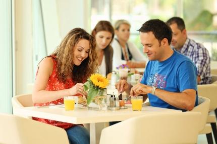 Frühstück im benachbarten Schwesterhotel – Pension Elisabeth – Pension am Millstätter See – Urlaub in Kärnten