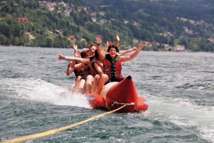 Bananaboat fahren am Millstätter See – Urlaub in Kärnten am See – Pension Elisabeth