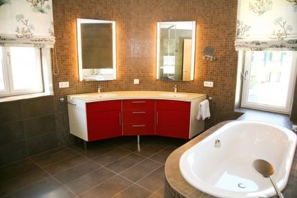 Seevilla Cattina – Badezimmer im Appartement Wasserlilie – Luxus-Appartements direkt am Millstätter See in Kärnten