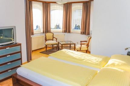Gemütliches Doppelzimmer – Pension Elisabeth – Pension am Millstätter See